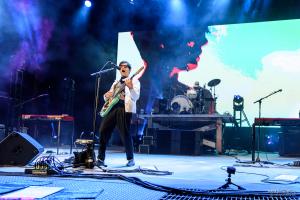 02-Weezer-MTPhoto01