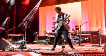 02-Weezer-MTPhoto24